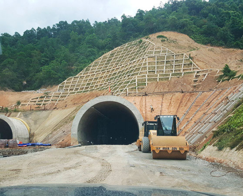 General view of the Mui Trau tunnels on the La Son-Tuy toll road